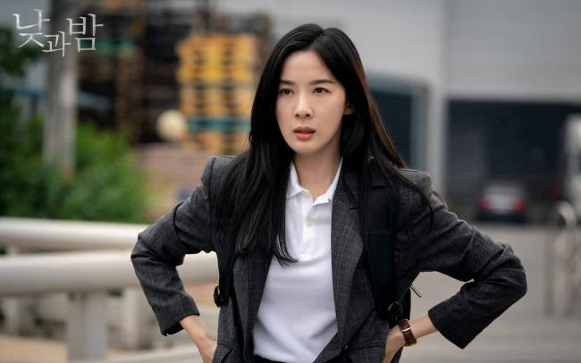 Lee-Chung-Ah-in-Day-and-Night-2020.jpg